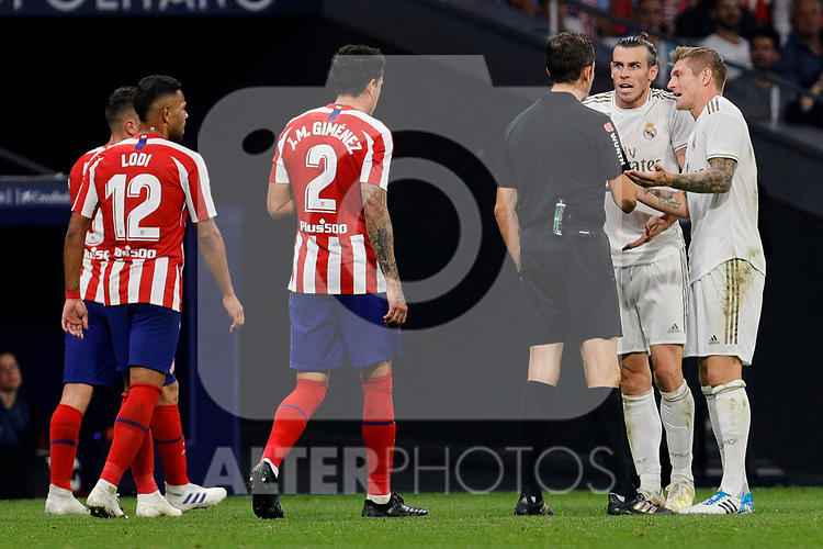 Gareth Bale have words with the referee of Real Madrid during La Liga match between Atletico de Madrid and Real Madrid at Wanda Metropolitano Stadium in Madrid, Spain. September 28, 2019. (ALTERPHOTOS/A. Perez Meca)