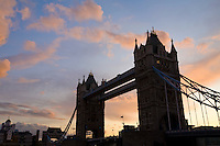 Grossbritannien, England, London: Tower Bridge, letztes Tageslicht | Great Britain, England, London: Tower Bridge at sunset