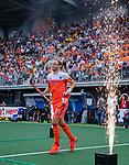 Den Bosch  - Billy Bakker (Ned) betreedt   het veld voor   de Pro League hockeywedstrijd heren, Nederland-Belgie (4-3).    COPYRIGHT KOEN SUYK