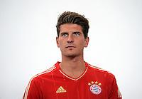 FUSSBALL     1. BUNDESLIGA     SAISON  2012/2013     30.07.2012 Fototermin beim  FC Bayern Muenchen  Mario Gomez