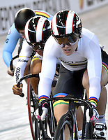 CALI – COLOMBIA – 19-02-2017: Kristina Vogel (Der.) de Alemania gana medalla de oro en la prueba Keirin Damas en el Velodromo Alcides Nieto Patiño, sede de la III Valida de la Copa Mundo UCI de Pista de Cali 2017. / Kristina Vogel (R) from Alemania, win the gold medal the silver medal in the Keirin Women Race at the Alcides Nieto Patiño Velodrome, home of the III Valid of the World Cup UCI de Cali Track 2017. Photo: VizzorImage / Luis Ramirez / Staff.