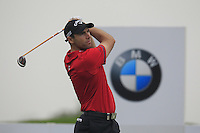 Oliver Wilson (ENG) tees off the 2nd tee during Thursday's Round 1 of the 2014 BMW Masters held at Lake Malaren, Shanghai, China 30th October 2014.<br /> Picture: Eoin Clarke www.golffile.ie