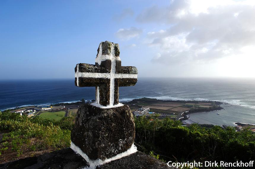 Kreuz auf Monte da Ajuda auf der Insel Graciosa, Azoren, Portugal