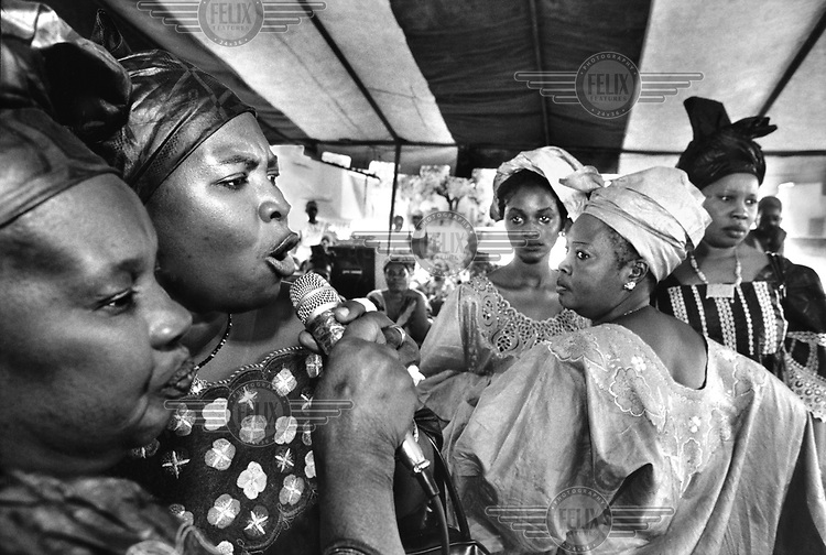 The popular jelimusolu (female singer) Oumou Sacko (second from left) at a wedding in the Lafiabougou area of the city..