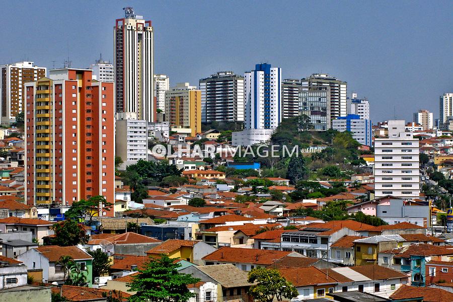 Casas e prédios de apartamentos em Perdizes. São Paulo. 2007. Foto de Juca Martins.