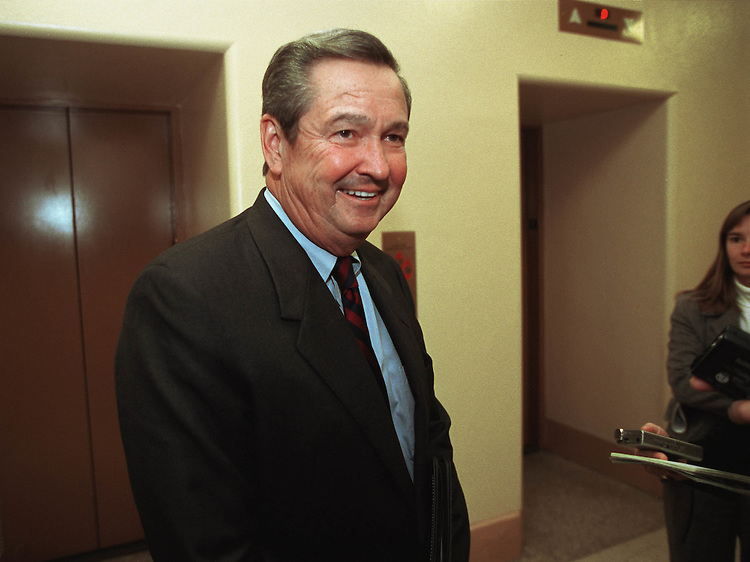 12/7/00.STEERING COMMITTEE--E. Claw Shaw Jr., R-Fla., talks to reporters after his interview before the steering committee in his bid to become the next House Ways & Means chairman..CONGRESSIONAL QUARTERLY PHOTO BY SCOTT J. FERRELL