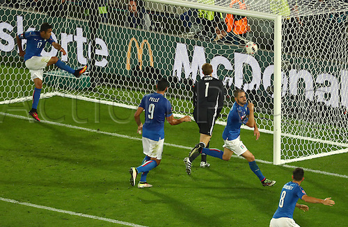 02.07.2016. Bordeaux, France.  Italy's Eder Citadin Martins, Graziano Pellecelebrate Leonardo Bonuccipenalty for 1:1 during the UEFA EURO 2016 quarter final soccer match between Germany and Italy at the Stade de Bordeaux in Bordeaux, France, 02 July 2016.