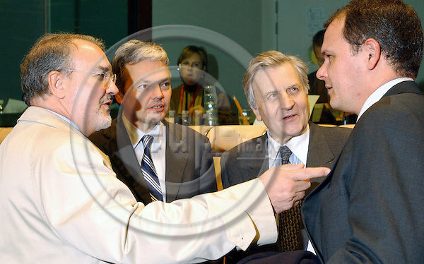 Brussels-Belgium - January 17, 2005---Meeting of the European Ministers of Finance on Eurogroup-level to discuss the Stability Pact, prior to the ECOFIN-meeting, in the 'Justus Lipsius', seat of the Council of the EU; here, from left to right: Pedro SOLBES MIRA, Minister for Economic Affairs and Finance of Spain, Didier REYNDERS, Deputy Prime Minister and Minister for Finance of Belgium, Jean-Claude TRICHET, President of the European Central Bank---Photo: Horst Wagner/eup-images