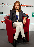 L'attrice francese Isabelle Huppert posa durante un photocall al Festival Internazionale del Film di Roma, 20 ottobre 2018.<br /> French actress Isabelle Huppert poses during a photocall at the international Rome Film Festival, on October 20, 2018.<br /> UPDATE IMAGES PRESS