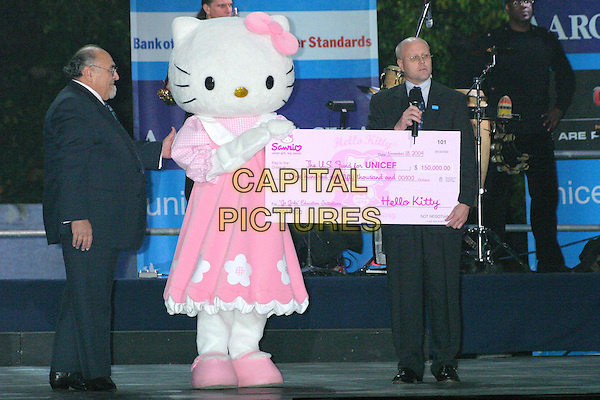 HELLO KITTY.Lights New UNICEF Crystal Snowflake at the Plaza Hotel in New York City..November 18, 2004.full length, giant cheque.www.capitalpictures.com.sales@capitalpictures.com.© Capital Pictures.