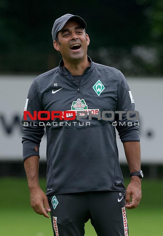 15.08.2013, Trainingsgelaende, Bremen, GER, 1.FBL, Training Werder Bremen, im Bild Robin Dutt (Trainer Werder Bremen)<br /> <br /> Foto &copy; nph / Frisch