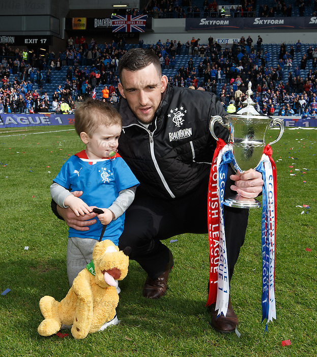 Lee Wallace and son with trophy