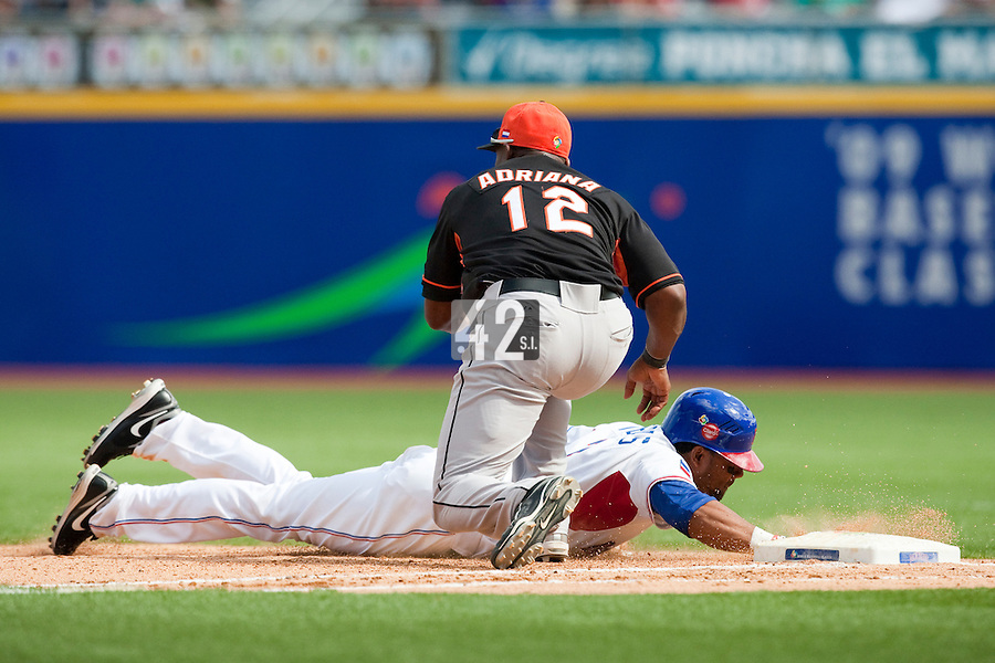 7 March 2009: #3 Willy Taveras of the Dominican Republic makes it back to first base safely to avoid a pick off play by #12 Sharnol Adriana of the Netherlands during the 2009 World Baseball Classic Pool D match at Hiram Bithorn Stadium in San Juan, Puerto Rico. Netherlands pulled off a huge upset in their World Baseball Classic opener with a 3-2 victory over Dominican Republic.