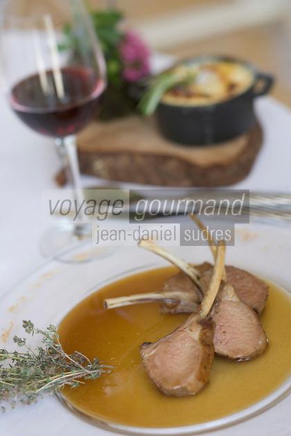 """Europe/France/Provence-Alpes-Cote d'Azur/Vaucluse/Bonnieux: carré d'agneau rôti au serpolet Recette d'Esourad Loubet chef du restaurant """"La Bastide de Capelongue"""""""