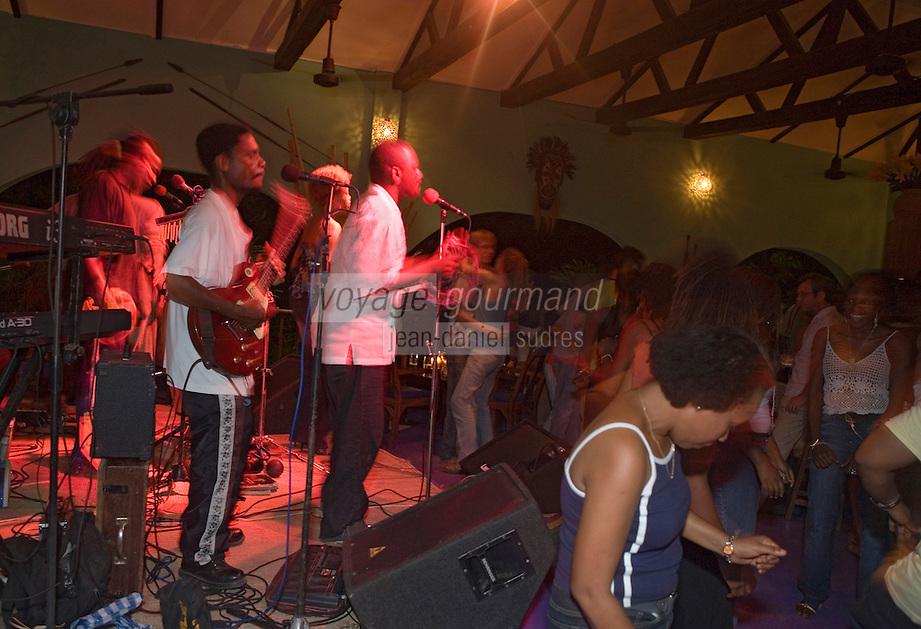 Afrique/Afrique de l'Est/Tanzanie/Dar es-Salaam: soirée au bar club de Nuitle Sweet Easy