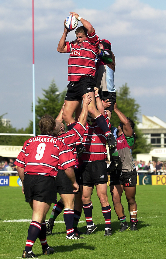 Photo. Richard Lane. .NEC Harlequins v Gloucester. Zurich Premiership. 31-08-2002.Ed Pearce wins a lineout.