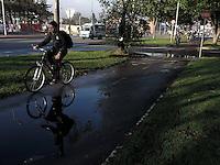 BOGOTÁ-COLOMBIA-07-02-2013. Día sin carro, av. Suba con 127. Day without car, in avenue Suba with street 127. (Photo:VizzorImage)