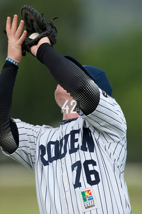 21 May 2009: David Gauthier of Rouen is seen catching a fly ball during the 2009 challenge de France, a tournament with the best French baseball teams - all eight elite league clubs - to determine a spot in the European Cup next year, at Montpellier, France.