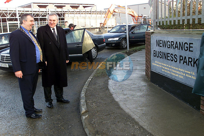 Mayor of Drogheda, Cllr. Sean Collins with An Taoiseach, Bertie Ahern, T.D. at the Newgrange Business Park on the Donore Road..Picture  Newsfile