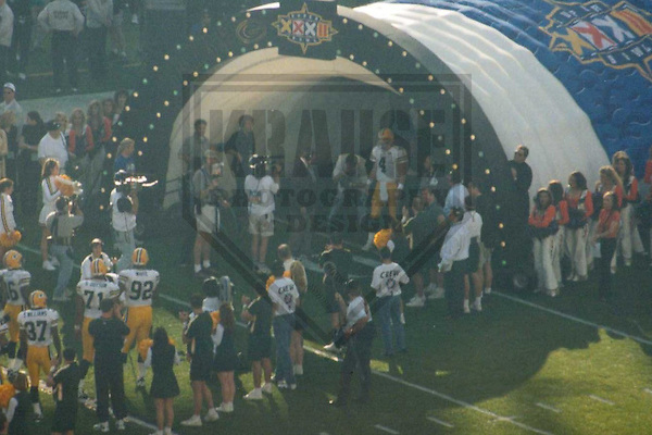 SAN DIEGO - JANUARY 1998: Brett Favre #4 of the Green Bay Packers heads onto the field prior to Super Bowl XXXII on January 25, 1998 at Qualcomm Stadium in San Diego, California. (Photo by Brad Krause)