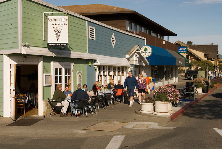 Outdoor breakfast. City of Tiburon on San Francisco Bay, CA, California.  Appealing community on Marin side with breakfast places, sailboats, outdoor dining, houses with scenic views, views of the Golden Gate, cormorant birdlife, public sculptures, a railroad museum, boutique art shops, and an historic China Cabin building from an ex-ship..Photo camari260-70308..Photo copyright Lee Foster, www.fostertravel.com, 510-549-2202, lee@fostertravel.com.
