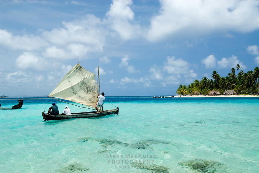 Fishermen in traditional Kuna dugout sailboat, Comarca De Kuna Yala, San Blas Islands, Panama