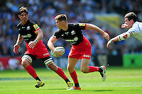 Owen Farrell of Saracens goes on the attack. Aviva Premiership Final, between Saracens and Exeter Chiefs on May 28, 2016 at Twickenham Stadium in London, England. Photo by: Patrick Khachfe / JMP