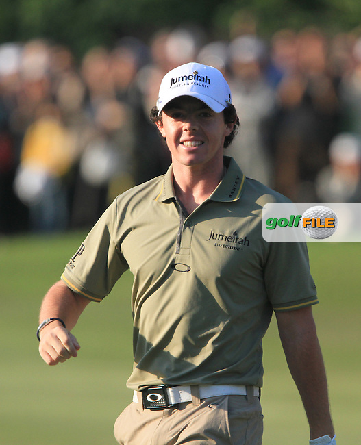 Rory McIlroy (NIR) chips out of a bunker into the hole on the 18th green to win the 2011 UBS Hong Kong Open...Photo www.golffile.ie