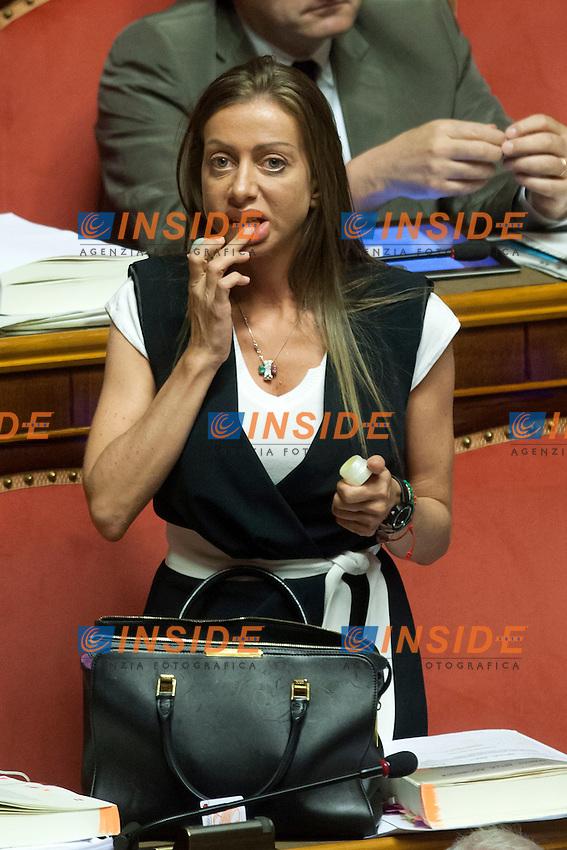 Maria Rosaria Rossi si mette il lucidalabbra<br /> Roma 01-08-2014  Senato. Discussione sul DdL Riforme costituzionali che prevede anche la riforma del Senato. <br /> Photo Samantha Zucchi Insidefoto