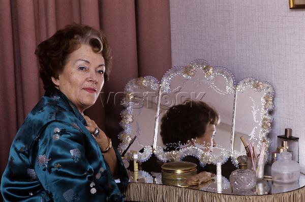 Olga Tschechowa - Schauspielerin - um 1974<br /> <br /> - 01.01.1974-31.12.1974<br /> <br /> Es obliegt dem Nutzer zu pr&uuml;fen, ob Rechte Dritter an den Bildinhalten der beabsichtigten Nutzung des Bildmaterials entgegen stehen.
