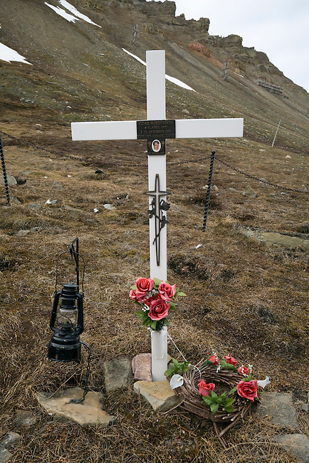 The cemetery in Longyearbyen has always been for old graves, mostly miners, but now there is the grave of Vidar Nordtomme as well. Spitsbergen 2008