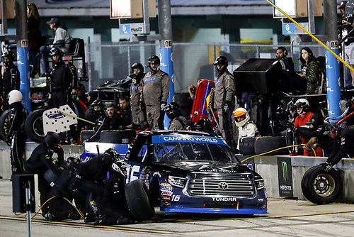 #16: Brett Moffitt, Hattori Racing Enterprises, Toyota Tundra AISIN Group, pit stop