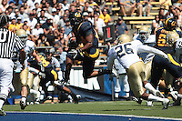 Shane Vereen scores the touchdown. The University of California Berkeley Golden Bears defeated the UC Davis Aggies 52-3 in their home opener at Memorial Stadium in Berkeley, California on September 4th, 2010.