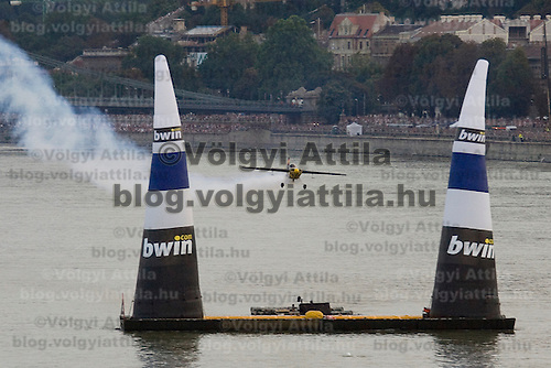 0608205025 Red Bull Air Race international air show on the national holiday over the river Danube accompanying the anniversary of Hungarian state foundation. Budapest, Hungary. Sunday, 20. August 2006. ATTILA VOLGYI