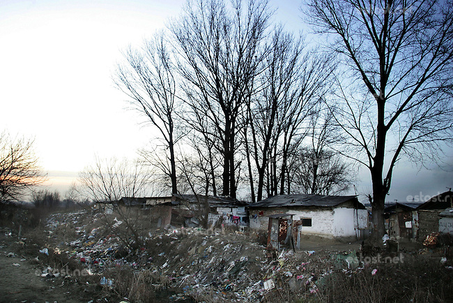 "SERBIA, Belgrade, Jan. 18, 2007..Garbage dump and gypsy settlement near a refugee camp ""Krnjaca"" near Belgrade..© Djordje Jovanovic /EST&OST"