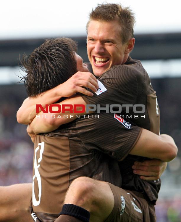 2.Liga FBL 2008/2009  1. Spieltag Hinrunde<br /> FC St.Pauli Ė vs. VFL Osnabrueck 2:2<br /> <br /> Florian Bruns (Nr.8) trifft in der 5.Spielminute als auch in der 8.Spielminute hier im Arm von Carsten Rothenbach (Nr.24).<br /> <br /> <br /> <br /> Foto &copy; nph (nordphoto)<br /> <br /> *** Local Caption ***