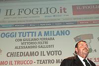 """Giuliano Ferrara all'incontro """"Subito al voto"""" da lui organizzato al teatro Manzoni. Milano, 12 novembre 2011..Giuliano Ferrara at the meeting """"Vote now"""" organized by himself at Manzoni theater. Milan, November 12, 2011."""