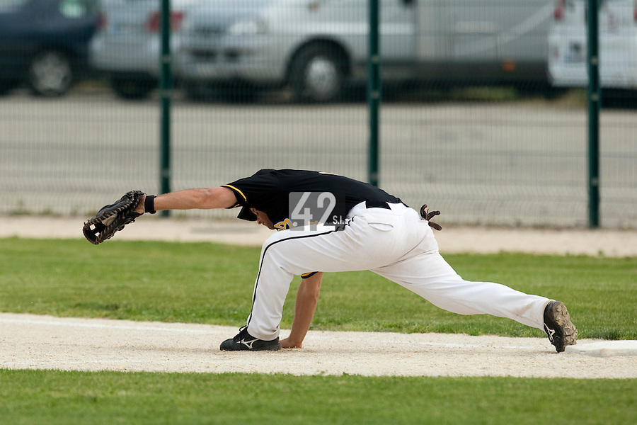 21 May 2009: Brice Lorienne of Clermont-Ferrand stretches for a ball during the 2009 challenge de France, a tournament with the best French baseball teams - all eight elite league clubs - to determine a spot in the European Cup next year, at Montpellier, France.
