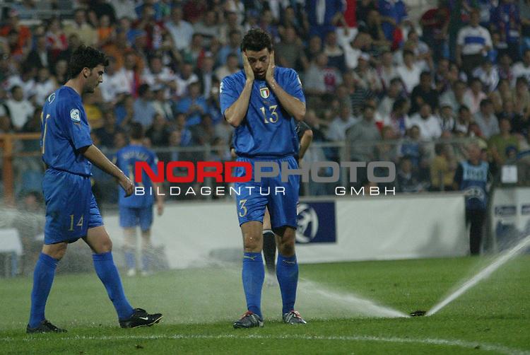 U21 - EM 2004 - Finale<br /> <br /> Serbien und Montenegro vs. Italien 0:3<br /> <br /> Zweite Spielunterbrechung beim Finale nachdem die Rasenwaesserung angesprungen war.<br /> <br /> Foto &copy; nordphoto - Ruediger Lampe<br /> <br /> <br /> <br /> <br /> <br /> <br /> <br />  *** Local Caption *** Foto ist honorarpflichtig! zzgl. gesetzl. MwSt.<br /> <br />  Belegexemplar erforderlich<br /> <br /> Adresse: nordphoto<br /> <br /> Georg-Reinke-Strasse 1<br /> <br /> 49377 Vechta