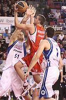 1.04.2012. Manresa , España. Liga ACB.El Assignia Manresa cae delante el Lagun Aro 74 - 79 en el Nou Congost