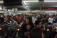 SÃO PAULO,SP, 18 Junho 2013 - sexto ato de Manifestacao pela reducao do valor das passagem que acontece nesta terca feira 18 na regiao central de Sao Paulo. na foto Estacao Se FOTO ALAN MORICI - BRAZIL FOTO PRESS