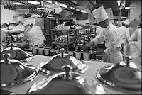 Europe/Monaco/Monte Carlo:Dans les cuisines du restaurant: Louis XV / Alain Ducasse à l'Hôtel de Paris [Non destiné à un usage publicitaire - Not intended for an advertising use]