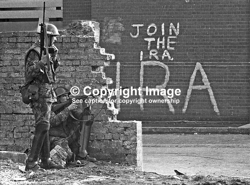 Soldiers with rifles in Bogside area of Londonderry, N Ireland, UK. Join the IRA sign in background. September 1969. 196909000366<br /> <br /> Copyright Image from Larry  Doherty c/o Victor Patterson, 54 Dorchester Park, Belfast, UK, BT9 6RJ<br /> <br /> t: +44 28 90661296<br /> m: +44 7802 353836<br /> vm: +44 20 88167153<br /> e1: victorpatterson@me.com<br /> e2: victorpatterson@gmail.com<br /> <br /> For my Terms and Conditions of Use go to www.victorpatterson.com
