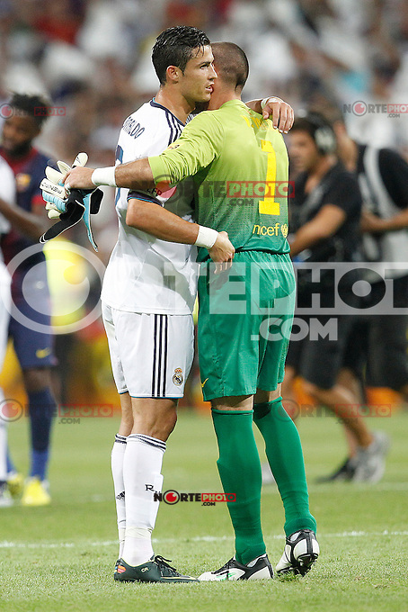Real Madrid's Cristiano Ronaldo and F.C. Barcelona's Victor Valdes during Spanish Supercup 2nd match on august 29 2012...Photo: Cebola / Cid-Fuentes / ALFAQUI /NortePhoto.com<br /> <br /> **CREDITO*OBLIGATORIO** <br /> *No*Venta*A*Terceros*<br /> *No*Sale*So*third*<br /> *** No*Se*Permite*Hacer*Archivo**<br /> *No*Sale*So*third*