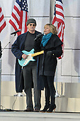 "Washington, DC - January 18, 2009 -- James Taylor and Jennifer Nettles perform at the ""Today: We are One - The Obama Inaugural Celebration at the Lincoln Memorial"" in Washington, D.C. on Sunday, January 18, 2009..Credit: Ron Sachs / CNP.(RESTRICTION: NO New York or New Jersey Newspapers or newspapers within a 75 mile radius of New York City)"