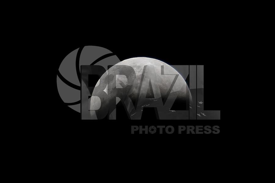 SAO PAULO, SP, 27.09.2015 - LUA-ECLIPSE - Super Lua e eclipse lunar são vistos a partir da cidade de São Paulo na noite deste domingo, 27. (Foto: Douglas Pingituro / Brazil Photo Press)
