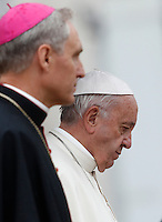 Papa Francesco e Monsignor Georg Gaenswein (s) al termine dell'udienza generale del mercoledi' in Piazza San Pietro, Citta' del Vaticano, 26 ottobre 2016.<br /> Pope Francis and Monsignor Georg Gaenswein (L) leave at the end of his weekly general audience in St. Peter's Square at the Vatican, 26 October 2016.<br /> UPDATE IMAGES PRESS/Isabella Bonotto<br /> <br /> STRICTLY ONLY FOR EDITORIAL USE