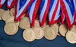 AMSTELVEEN - medailles, medaille, Kampong JB1-Bloemendaal JB1.  BLOEMENDAAL JB1 wint de titel Jongens  B. (3-3) na shoot outs. finales A en B jeugd  Nederlands Kampioenschap.  COPYRIGHT KOEN SUYK