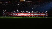 FUSSBALL   1. BUNDESLIGA  SAISON 2012/2013   17. Spieltag FC Bayern Muenchen - Borussia Moenchengladbach    14.12.2012 Der FCB wuenscht Frohe Weihnachten, Das Team bedankt sich bei den Fans mit einem Plakat