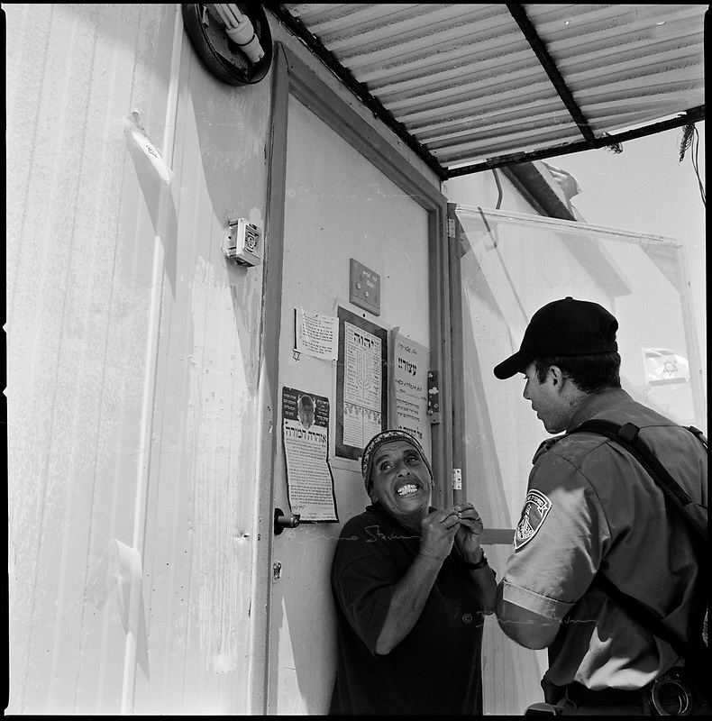 Shirat Ayam Settlement, Gaza strip Israel, Aug. 2005 .Representatives of the Israeli government officially ask the settlers to leave.